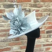 medium brimmed hat in pale blue